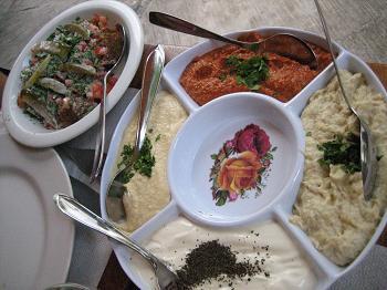 Porções de falafel e pastas 4 em 1 do Tenda do Nilo