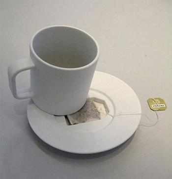Como se livrar do saquinho molhado de seu chá? Essa é outra ideia genial...