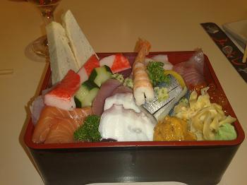 Tirashi-sushi (R$ 40) - deliciosa mistura de sabores