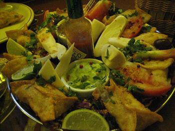 Guioza invocado: recheio de salmão e camarão ficou ótimo com molho agridoce de damasco, laranja e pimenta rosa