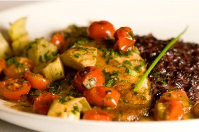 Limonn: Saint Pierre com pomodorine, alcachofra e arroz negro