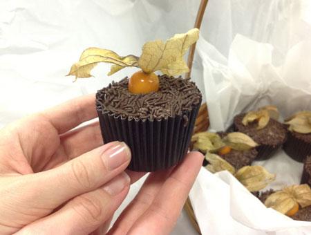 Cupcake de chocolate com recheio de brigadeiro