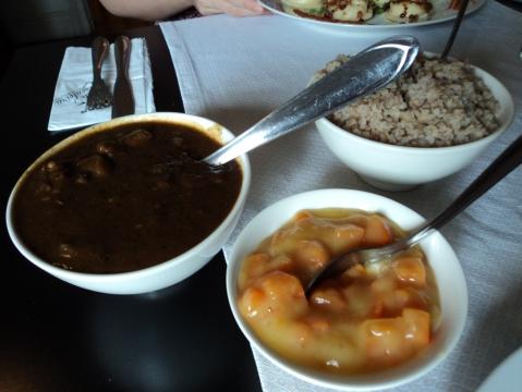 Goulash polonês com atrigo sarraceno e creme de cenoura