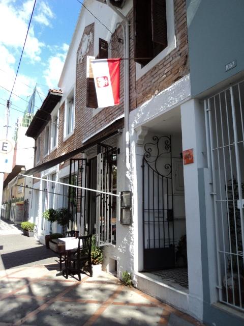 A fachada do Maria Escaleira, em Pinheiros