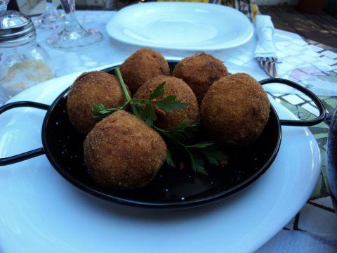 """""""Croquetas"""" de frango e queijo roquefort inspiradas na nossa amada coxinha"""