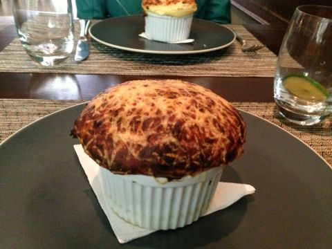 O clássico suflê de queijo do Marcel (Foto: Daniela Braun)