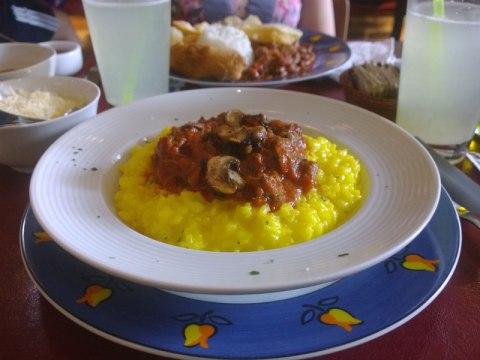 Risoto milanês com ragu de ossobuco e cogumelos (R$ 22) no almoço do Rodó