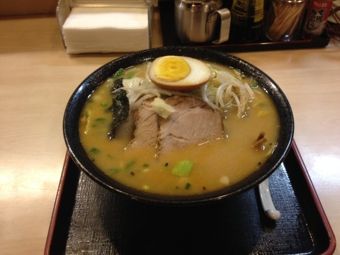 Missô Tonkotsu (caldo a base de porco) do Aska, com o acréscimo de tyashu