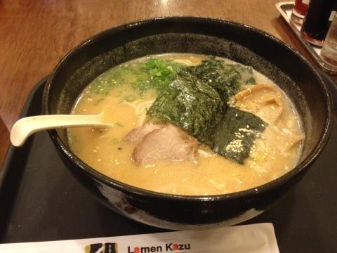 Misso tyashu do Lamen Kazu: massa servida em caldo à base de carnes e misso e fatias de lombo de porco