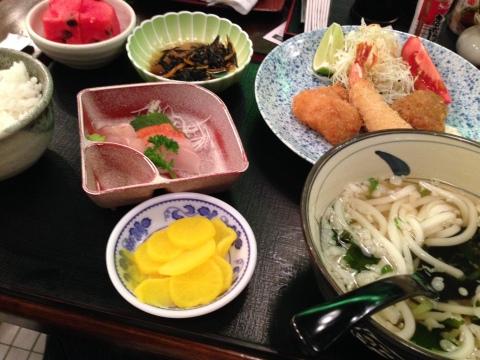 Udon também é acompanhamento no 'super teishoku' do Myiabi