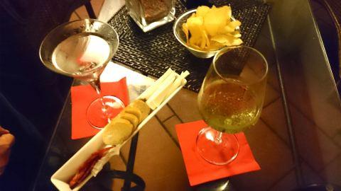 Dry Martini clássico e drink molecular com prosecco no Frizzante Lab