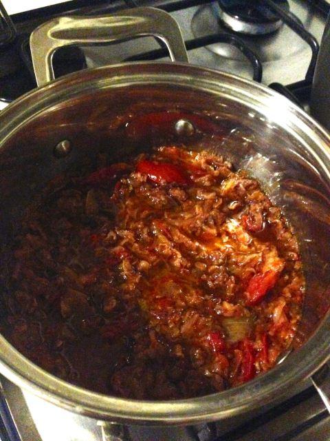 """Molho """"secreto"""" de presunto cru, cebola e tomatinhos"""