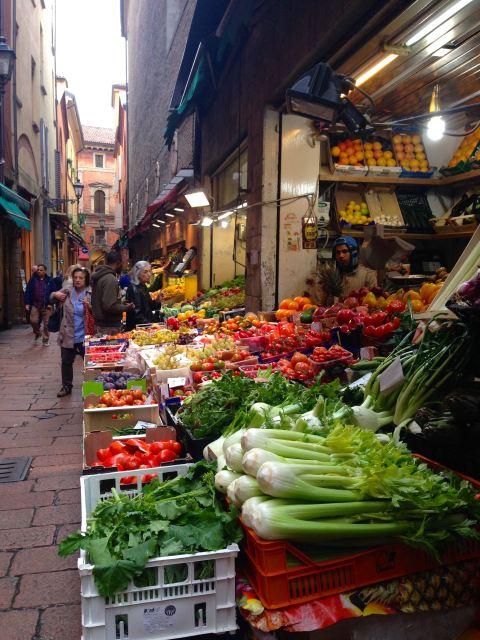 Via Pescherie Vecchie, uma das ruas do antigo mercado de Bologna