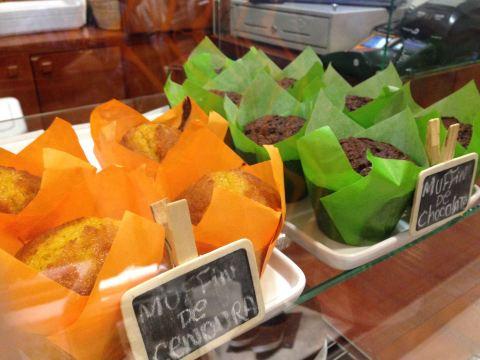 Muffins de cenoura e chocolate (R$ 4 cada). Tem também limão siciliano e banana.