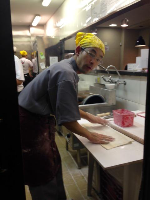 Senhor Yoshio, o mestre do udon, iniciou projeto com o 'Meu Gohan' na Vila Mariana