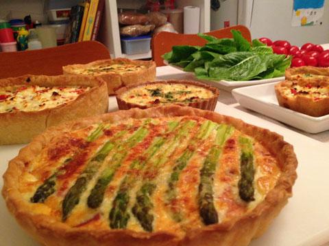 As tartes de aspargos com parma, shitake com queijo de cabra e outros sabores da Depois de Paris.